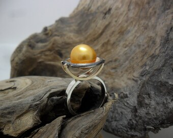 Sterling silver and gold ring decorated with a yellow Pearl