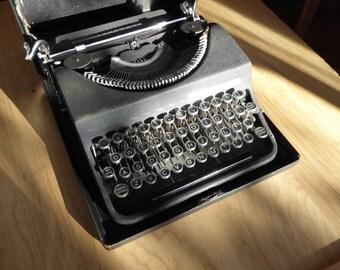 Amazing Typewriter - Vintage 1940's Olivetti MP1 - Working perfectly