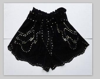 Amazing Vintage Duvetine Highwaisted Shorts With Rivets // Black & Gold // Glennmiek // Size M