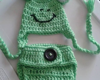Crochet baby frog diaper cover and hat set
