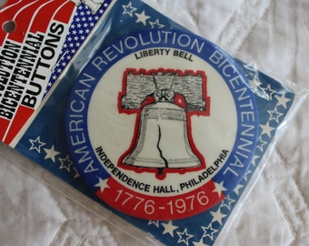 Vintage 1976, Bicentennial American Revolution Button, 1776-1976, Liberty Bell, Independence Hall, PA, Philadelphia, Revolution (V065)