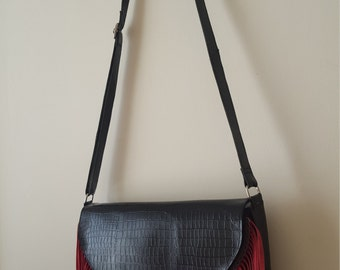 Bag to hang, type stamped crocodile and fringes