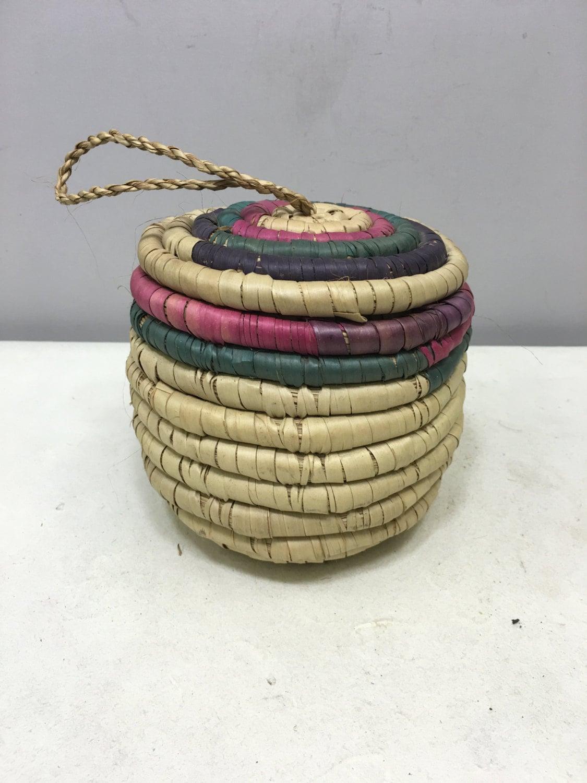 basket african kenya round container lid woven river weeds handmade tribal basket reed pink. Black Bedroom Furniture Sets. Home Design Ideas