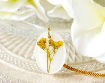 Resin / necklace / yellow / Pressed Flowers, Resin Flower Necklace, Terrarium Necklace, Gift for her, Bridesmaid Gift, Real Flower Necklace