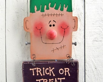 Frankenstein Door Hanger Trick or Treat Halloween Yard Art Halloween Yard Decor Outdoor Halloween Decorations Wood Painted Halloween Fall
