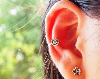 Sunflower Flower Ear Cuff, 925 Oxidized Sterling Silver, Ear cuff non pierced, bohemian ear cuff, Floral ear cuff - MI.21/EC016