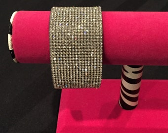 Crystal velveteen bracelet with magnetic clasp