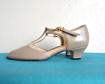 SALE // Size 5 // T-STRAP HEELS // Taupe - Low Heel - Buckle - Vintage Shoes.