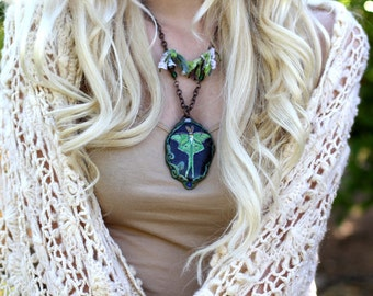LUNA MOTH Jewelry Hand Painted Beach Stones Rock Art Painted Pendants Animal Rocks Butterfly Totem Sea Stone Necklaces Fairy Adornments