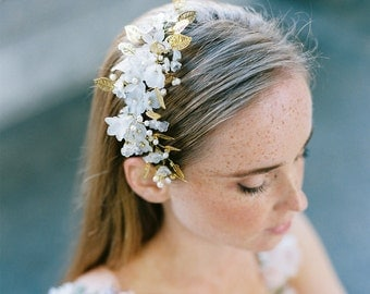 Golden headpiece for a boho bride, comb in gold with maple leaves and diamonites, woodland wedding  style