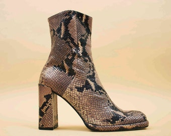 90s does 70s Vtg SNAKESKIN Python Genuine Leather Chunky Platform Ankle Boot / Tall Zip Up Grey Monochrome Rock n Roll GLAM / 8.5 Euro 39