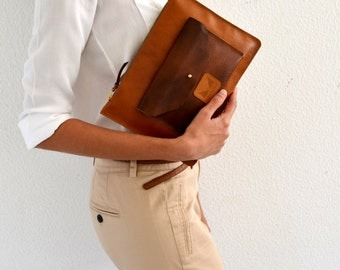 Brown leather clutch with zipper