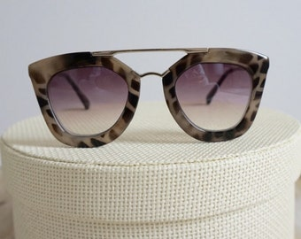 Tolen Women's Sunglasses - Light Tortoise - Gray Lenses