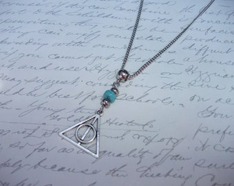 Geometric design triangle and circle necklace