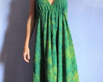 Dress long Bohemian shade of green, tie dye neckline V Halter