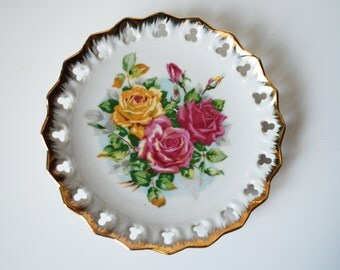 Gilded roses plate with openwork edge