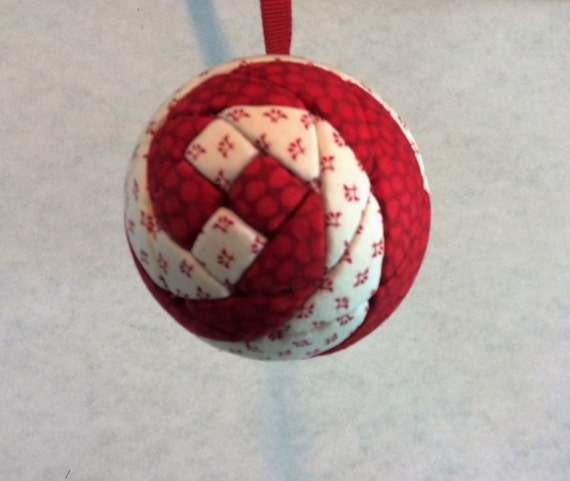 127 Snails Trail - Red and White Christmas ornament from a quilt pattern