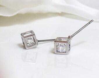 Cube Earrings,Silver Cube Earrings, Crystal Earrings,Minimalist Geometric Earrings ,Square Solitaire Stud Earrings,  Tiny Cube Earrings