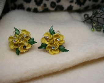 Vintage 1950's Yellow Bakelite Roses Clip On Earrings | Aurora Borealis Rhinestones & Micro Beads | Iridescent | Green Leaves | Artistic