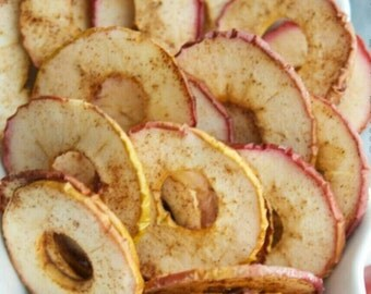 Vegan cinnamon apple rings. Great snack for your whole family