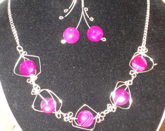 Necklaces jewelry personalized gifts silver and minerals: natural agate of various colors and silver wire.