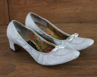 "Joyce California 1960's White Kid Leather Groovy 'Superba' Ladies Pump/Shoe  2"" Heel Size 8 M-329"