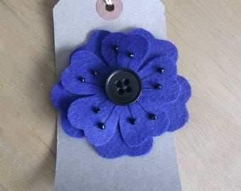 Felt flower brooch blue