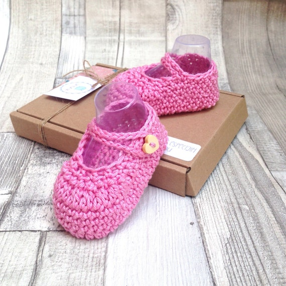Baby booties, crochet mary janes, crocheted baby girl shoes, baby boities, newborn, 0-3 3-6, green shoes, green booties, crocheted booties
