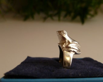 Fun frog ring in .925 sterling silver