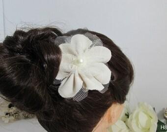 Cream Flower Hairclip
