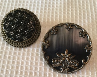 Vintage button brooches. Set of two.