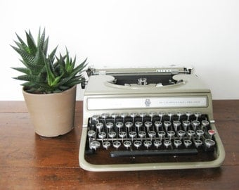Working Typewriter Vintage Olivetti Studio 42 (Semi-Standard) 1951