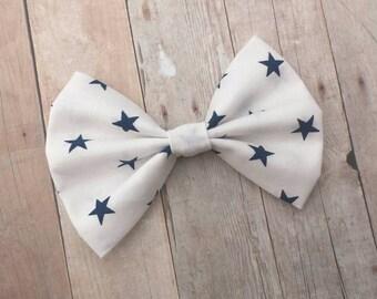 White w/ Dark Blue Stars Print Fabric Hair Bow Clip or Headband / Star Print Bow / Star Hair Clip / White Bow / Dark Blue Star Bow Clip