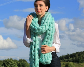 Scarf knitting kit. DIY arm knitting kit. Learn to knit. No Giant Knitting Needles required. Super Chunky DIY knit kit K012