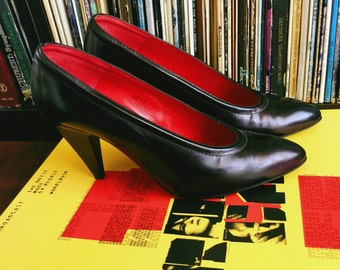 Oscar De La Renta Girl Boss Heels; Women's Vintage Designer Oscar De La Renta Patent Leather Pointy Toe Pumps Size 7/7.5