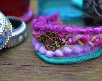 Bracelet manchette aux couleurs féériques