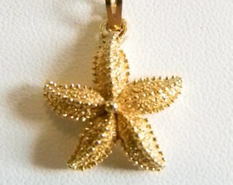 Small Gold Tone MONET Starfish Nautical Pendant Necklace