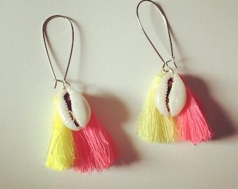 Pom poms and shell dangling earrings
