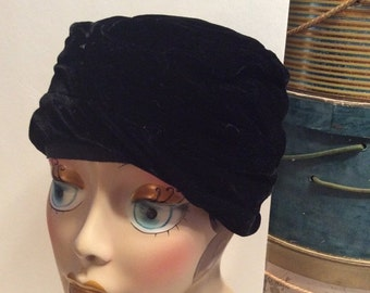 50% Off Sale Vintage 1950s Black Velvet Cloche Turban Hat