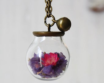 Long necklace with glass sphere and lilac flowers