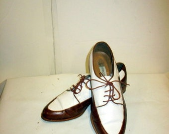 sz 8 b  vintage italian women brown and white leather lace up Oxford shoes l