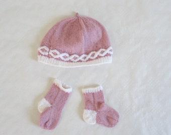 Baby hat and socks set, handmade layette, birth gift, baby socks, baby hat, baby gift, baby fashion, knitted socks, baby knitwear