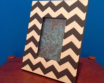 "SALE! Vintage Black & White Chevron Picture Frame - Fits 4 x 6"" Photo"