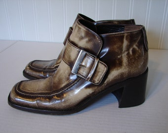 Vintage Italian VS Brown Mottled Ankle Boots, Over Sized Buckle Closure, Narrow Square Toe, Solid Brown Chunky Heel, Size 6 1/2 B