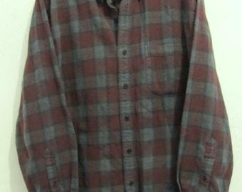 A Men's Vintage 90's era,Thin Plaid FLANNEL Shirt By LANDS' END.L