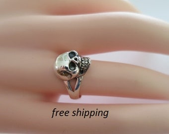 Women's skull ring in sterling silver, 92.5 solid silver