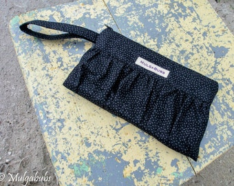 Friday-night wristlet clutch - Grey dots in black