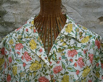Vintage 80's / blouse with spring flowers / size 40