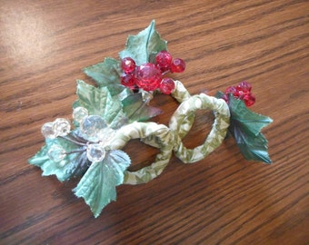 Red Grapes and Leaves Napkin Rings