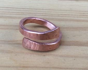 Hammered copper ring. Ajustable